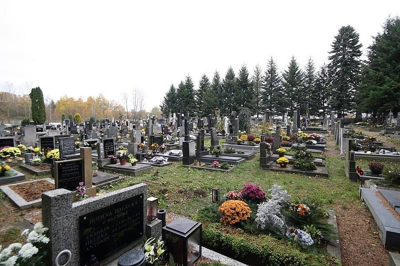Oběti vraždění byly pohřbeny 11. května 1945 na místním hřbitově