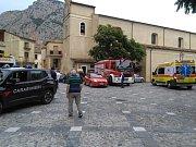 Rozvodněný proud řeky Raganello na jihu Itálie usmrtil pět lidí.