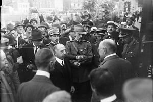 Podpis smlouvy v Saint-Germain-en-Laye. Rakouskou delegaci vedl Karl Renner
