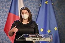 Ministryně práce a sociálních věcí Jana Maláčová (ČSSD) hovoří na tiskové konferenci po jednání vlády 1. března 2021 v Praze