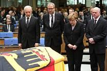 Německo se v Bonnu státním pohřbem rozloučilo s někdejším ministrem zahraničí Hansem-Dietrichem Genscherem.