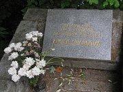 Pomník popravené Aloisie Špičákové v obci Salaš