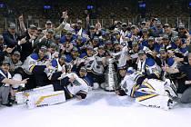 Utkání finále Stanleyova poháru Boston Bruins - St. Louis Blues.