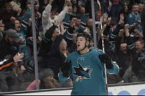 Tomáš Hertl - Hokejista San Jose Tomáš Hertl se raduje ze svého gólu.