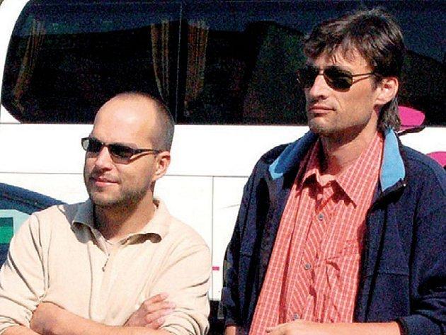 TO JE ON. Radní Václav Tomášek (vlevo) se svým kolegou Radkem Novákem.