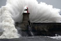 Obří vlna na severovýchodním pobřeží Anglie