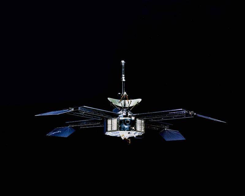 První. Sonda Mariner 4 byla první, které se podařilo přeletět tak blízko k Marsu, že pořídila jeho fotky.