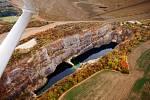 Český Grand Canyon neboli Velká Amerika dominuje Českému krasu. Zatopený vápencový lom je zhruba osm set metrů dlouhý.