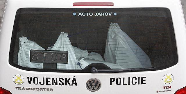 Příslušníci Vojenské policie vrátili 16. března do České televize část zabavených dokumentů při páteční razii.