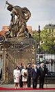 Prezident Miloš Zeman s manželkou přívítal 5. května na Pražském hradě německého prezidenta Joachima Gaucka s partnerkou.