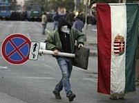 Maďarská policie byla kritizována už vloni za příliš násilné rozehnání demonstrací před parlamentem v Budapešti.