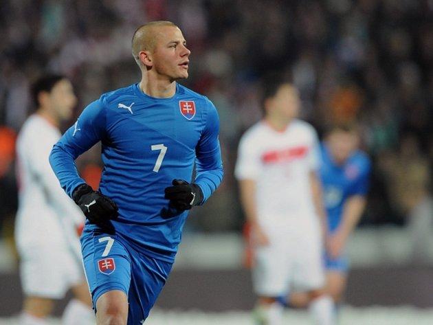 Slovenský reprezentant Vladimír Weiss se raduje z gólu.