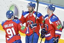 Hokejisté Lva Praha (zleva) Jakub Krejčík, Jakub Klepiš a Vitalij Karamnov se radují z gólu proti Novgorodu.