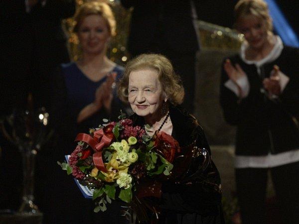 Divadelní ceny Thálie se předávaly 28.března vpražském Národním divadle. Ocenění za celoživotní mistrovství vkategorii činohry získala Blanka Bohdanová.