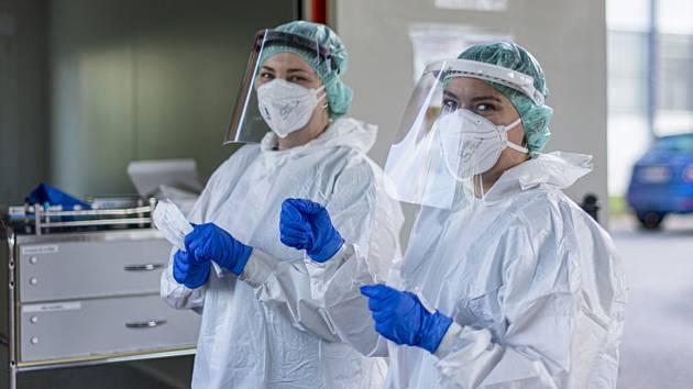Testování na koronavirus - Ilustrační foto