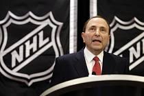 Komisionář NHL Gary Bettman ve své funkci zažil (a přežil) už tři výluky. Majitelé klubů si jeho služeb velmi cení.