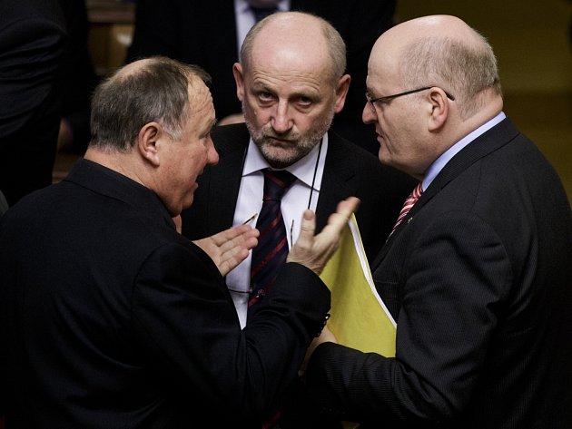 První zasedání Poslanecké sněmovny po předčasných volbách proběhlo 22. listopadu v Praze. Jandák, Balvín, Herman