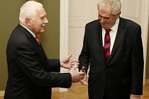 Prezident Václav Klaus přivítal na Pražském hradě nově zvoleného prezidenta Miloše Zemana.