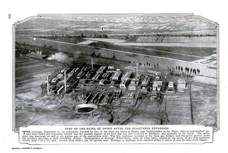 Letecký snímek areálu chemičky v Oppau, dokumentující škody po explozi, v časopise Popular Mechanics Magazine v roce 1921