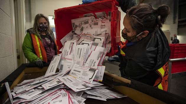 Sčítání hlasů při amerických prezidentských volbách.