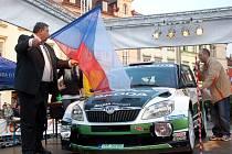 Jan Kopecký s vozem Škoda Fabia S2000 na startu Valašské Rally.