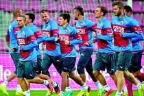 Fotbalovou reprezentaci (na archivním snímku) v úterý večer čeká první zápas kvalifikace na Euro 2016 s Nizozemskem.