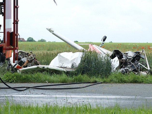 Na místě zemřel  sedmašedesátiletý pilot, který se zřítil se svým letadlem typu L–60 Brigadýr z kilometrové výšky na travnatou plochu chrudimského letiště. Trojici parašutistů se však  podařilo z letadla vyskočit a všichni se v pořádku snesli na padácích