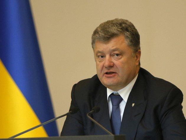 Zvláštní postavení východoukrajinského regionu Donbas, ovládnutého proruskými separatisty, může být stvrzeno v ukrajinské ústavě. Příslušný návrh podle listu Ukrajinska pravda předložil parlamentu prezident Petro Porošenko.