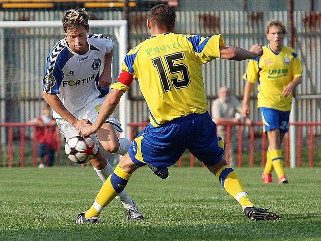 Fotbalisté Zlína (ve žlutém) prohráli doma ve 3. koel Poháru ČMFS s Libercem až na penalty.