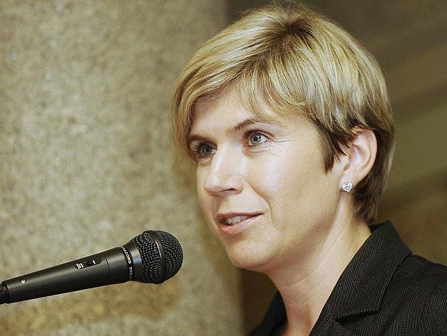 Kateřina Neumannová hovoří před libereckým městským zastupitelstvem o aktuálním stavu finančního vypořádání lyžařského mistrovství světa.