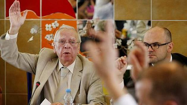 Při zasedání Rady ČT probíhal 21. září výběr a volba generálního ředitele České televize. Na snímku předseda Rady Milan Uhde.