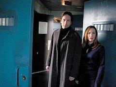 Mulder a Scullyová. David Duchovny a Gillian Andersonová křísí na plátně fenomén agentů, kteří znovu stojí na prahu temnot.