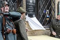 V Hradci Králové odhalili 12. listopadu pamětní desku legionáři a četníkovi Josefu Arazimovi, který v domě na náměstí 5. května sloužil ve 30. letech v četnické pátrací stanici.