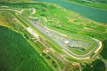 Letecký pohled na mostecký autodrom.