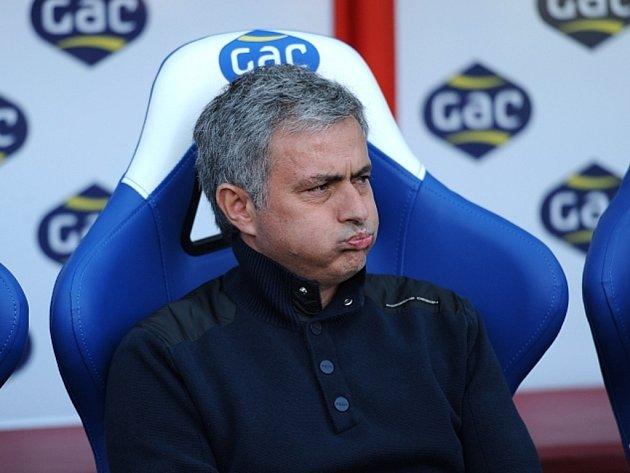 Kouč Chelsea José Mourinho si myslí, že jeho svěřenci po další prohře titul v Premier League nezískají.