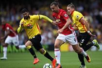 Zlatan Ibrahimovic z Manchesteru United (uprostřed) proti Watfordu.