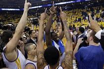 Basketbalisté Golden State slaví postup do čtvrtfinále play off.