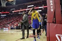 Stephen Curry z Golden State si v zápase proti Houstonu poranil koleno.