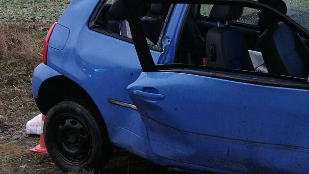 Řidič boural na přímém úseku. Měl přes tři promile