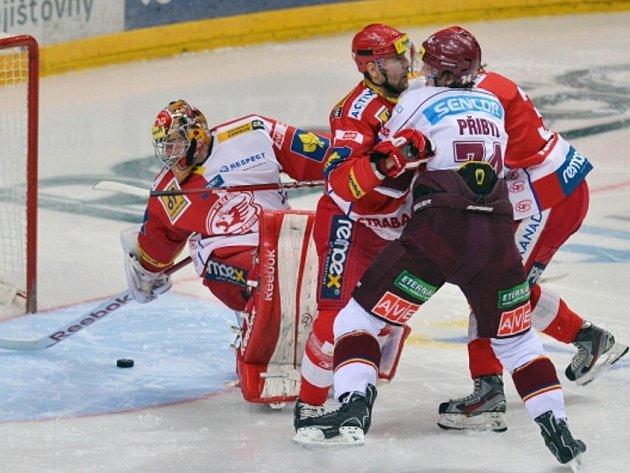 Hokejisté Slavie vyhráli i třetí pražské derby sezony. Ve 35. kole porazili Spartu 4:3 po samostatných nájezdech a připsali si celkově čtvrtou výhru za sebou nad městským rivalem.
