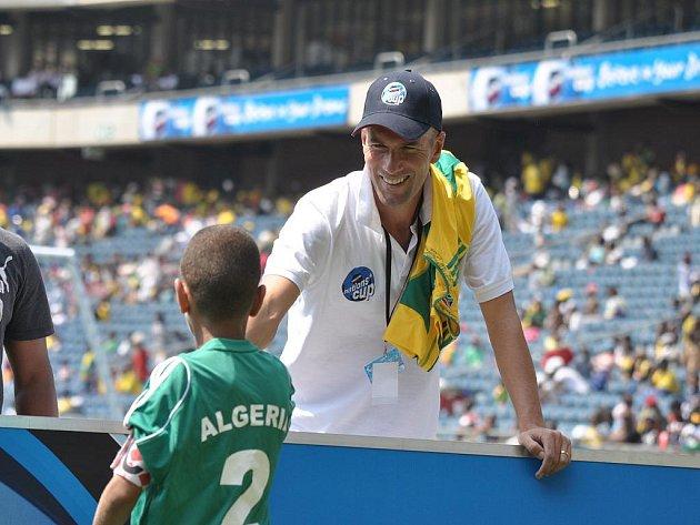 Bývalý slavný fotbalista Realu Madrid či Juventusu Turín Zinedine Zidane navštívil o víkendu africký kontinent. Jako Ambasador Danone Nations Cup přijel podpořit fotbalisty na jihoafrické mistrovství světa do 12 let.