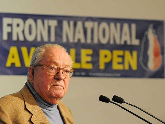 Dlouholetý vůdce francouzské krajní pravice Jean-Marie Le Pen nakonec přivedl svou Národní frontu k politickému i finančnímu krachu. Nacionalisté prodávají své sídlo Číňanům