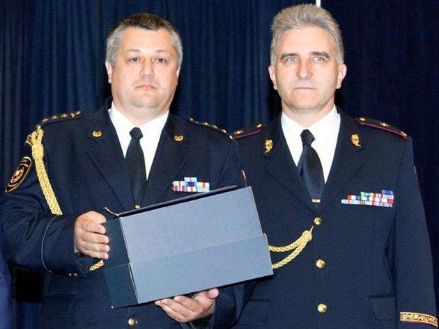 Hasič roku 2013: Jan Hadrbolec (vlevo).