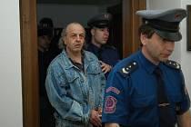 Doživotní trest odnětí svobody udělil ve středu odpoledne Krajský soud v Praze 43letému Jánu Kasanovi. Uznal ho vinným, že loni v březnu uškrtil 77letou důchodkyni.