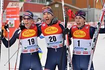 Magnus Moan slaví s norskými kolegy triumf v Ramsau