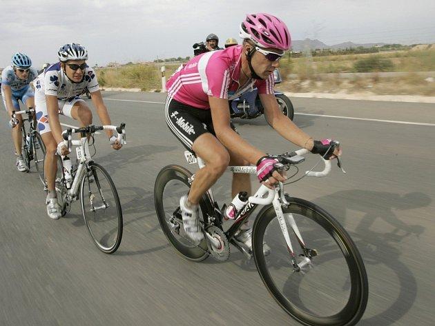 Třináctou etapu cyklistické Vuelty rozhodl únik tří jezdců, z nichž měl v závěru nejvíce sil Němec Andreas Klier (vpravo).
