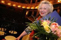 Ve věku 86 let zemřela 26. dubna emeritní sólistka opery Národního divadla Alena Míková (na snímku z 28. března 2009). Byla držitelkou Ceny Thálie za celoživotní mistrovství.