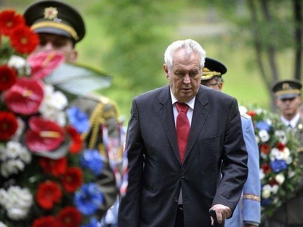 Prezident Miloš Zeman se zúčastnil 22. června pietního aktu na místě bývalé osady Ležáky na Chrudimsku k 72. výročí jejího vyhlazení nacisty.