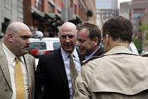 Newyorská policie zatkla hvězdu seriálu 24 hodin Kiefera Sutherlanda a obvinila ho z napadení.