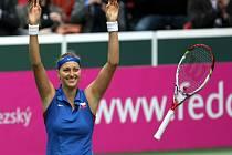 Petra Kvitová se raduje z postupu do finále Fed Cupu.